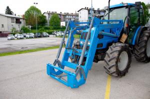 2021-02-slapar-sprednji-nakladalec-za-traktor